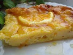 Típica tarta griega de naranja. Tiene un sabor muy suave y refrescante y se puede tomar tanto templada como fría por lo que es perfecta para cualquier momento del año