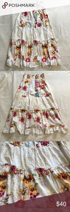 """Free people floral boho tiered maxi skirt sz small Excellent used condition free people Floral tiered maxi size small. Super stretchy wide waistband. Could possibly be worn as a dress depending on chest size. Flat measurements: waist- 13"""", hem- approx 41"""", length- 37"""" Free People Skirts Maxi"""