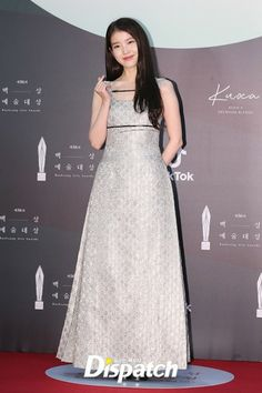 Arts Award, Iu Fashion, Press Photo, Korean Singer, Red Carpet, Cool Style, Awards, Actresses, Formal Dresses