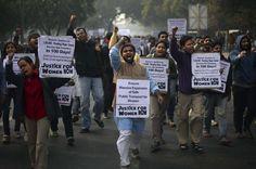 #Inde : nouvelles manifestations après la mort de l'étudiante violée. La police a bouclé plusieurs quartiers de New Delhi.