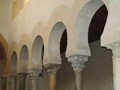San Cebrián de Mazote. Arcos formeros situados entre la nave central y una de las laterales.