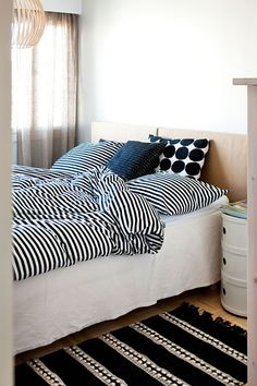 Octo 4240 birch by Secto Design in a Finnish bedroom. White Linen Bedding, Home Bedroom, Bed Linen Design, Bedroom Interior, Home Decor, House Interior, Bedroom Inspirations, Home Deco, Beautiful Bedding