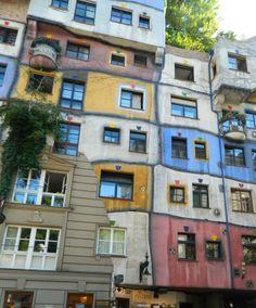 Hundertwasserhaus, Viena. Foto de Irati Prieto. #LPTraveler #postalesLP #Hundertwasserhaus #Viena #puzle #colores #fantasía