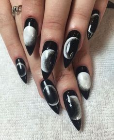Why are stiletto nails so amazing? We have found the very Best Stiletto Nails for 2018 which you will find below. Having stiletto nails really makes you come off as creative and confident. Almond Nails Designs, Black Nail Designs, Nail Art Designs, Cute Halloween Nails, Halloween Nail Designs, Easy Halloween, Holloween Nails, Halloween Coffin, Devil Halloween