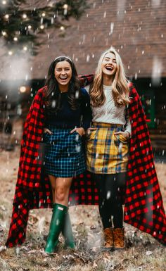 Preppy winter style with skirt, sweater and boots Adrette Outfits, Preppy Outfits, Fall Outfits, Modern Outfits, Preppy Style Winter, Winter Rock, Winter Wear, Preppy Mode, Dia Del Amigo