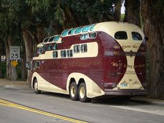 Custom VANS natural BABES & other bad ass transportation. Rv Bus, Bus Camper, Vintage Trailers, Vintage Trucks, Truck Tent, Airstream, Bus House, Cool Campers, Wheels On The Bus