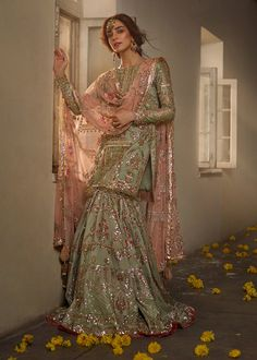 Want to check out some amazing sharara & ghararas? Then you have to see these Pakistani Gharara by designer Mohsin Naveed Ranjha. Pakistani Fashion Party Wear, Pakistani Wedding Outfits, Indian Bridal Outfits, Pakistani Wedding Dresses, Indian Designer Outfits, Punjabi Wedding Suit, Asian Bridal Wear, Bridal Anarkali Suits, Bridal Dupatta