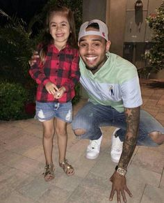 He is so nice to his fans❤❤❤❤❤❤❤ Chris Brown Outfits, Chris Brown Style, Breezy Chris Brown, Urban Outfits, Fashion Outfits, Chris Brown And Royalty, Cuffing Season, Celebs, Celebrities