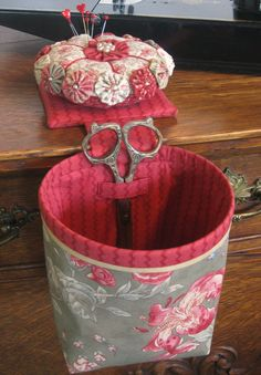 Love the scissors holder! Sew In Style Thread Catcher with Detachable Pincushion