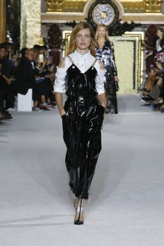 BALMAIN WOMEN S SS18 SHOW - LOOK 1 Catwalk Fashion 1ceb9ba168d
