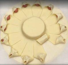 Cubre un queso con hojaldre y salchichas y mira lo que ocurre cuando lo saca del horno – La voz del muro