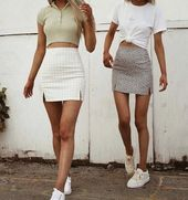 Ready to see 32 Casual Chic Cute Outfits For This Summer? Surely a strong point of a winning look is to make the wearer feel at ease and casual looks are without a doubt the most fashionable and comfortable at the same time! Trendy Summer Outfits, Summer Dress Outfits, Cute Comfy Outfits, Pretty Outfits, Stylish Outfits, Winter Outfits, Spring Outfits, School Skirt Outfits, School Skirts