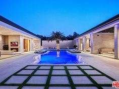 Kylie Jenner has branched out with her latest home purchase, landing her in Holmby Hills. Kylie Jenner Haus, Kylie Jenner New House, Jenner House, Travis Scott, Villas, Beverly Hills Houses, Los Angeles Neighborhoods, Hills Resort, Road Trip