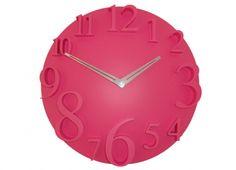 OROLOGIO MURO ROSA TONDO. Orologio a parete in plastica di colore rosa a forma tonda con minuti in rilievo. Alimentato con una batteria AA 1,5 Volts.