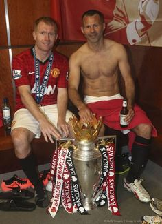 Check out the latest news, information photos and videos about the football legend, ryan giggs. web design and maintain by steven tan, a fan since Manchester Logo, Manchester United Champions, Manchester United Players, Arsenal Football, Football Players, Plus Size Athletic Wear, Man Utd Squad, Gym Logo, England Football