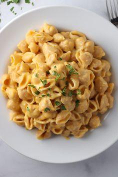 Creamy greek yogurt mac & cheese рецепт dinner mac, cheese h Mac And Cheese Sauce, Mac And Cheese Healthy, Macaroni And Cheese, Mac Cheese, Veggie Recipes, Baby Food Recipes, Pasta Recipes, Cooking Recipes, Healthy Recipes
