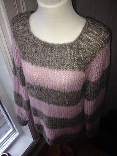 Her er en annen utgave av Acne genseren. Denne er strikket i Drops Brushed Alpaca Silk. Jeg har brukt dobbel tråd og pinne nr.9. En lys og ...