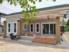 บ้านชั้นเดียวสไตล์โมเดิร์น 2 ห้องนอน พื้นที่ใช้สอย 81 ตร.ม. งบประมาณ 750,000 บาท | DoIDEA ดูไอเดียบ้าน Village House Design, Bungalow House Design, House Front Design, Village Houses, Philippines House Design, Asian House, Philippine Houses, Villa Design, Dream Home Design