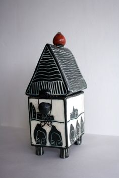 Kira O'Brien Ceramics. Simple building techniques for middle school. Clay, pattern.