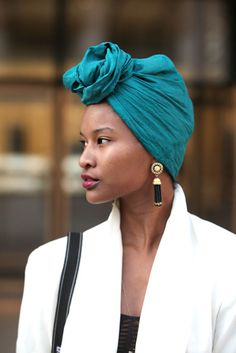 Accessories Street Style: With A Twist