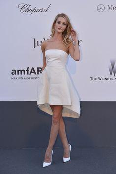 Rosie Huntington-Whiteley. | 53 Bizarrely Glamorous Photos From The amFAR Gala Red Carpet