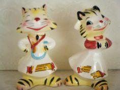 Vintage ceramic salt and pepper shakers cats rubber corks decorative