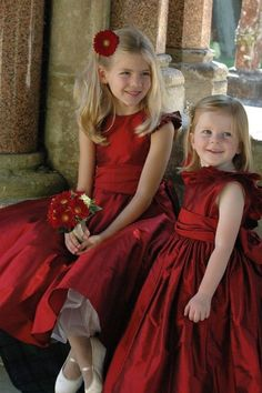 Deep red is a perfect #holiday #flowergirl hue! We love the matching flowers #weddinginspo