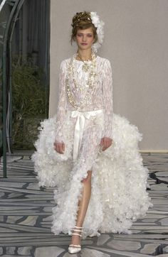 Browse Couture Spring 2003 pictures from the Chanel runway show. Chanel Runway, Chanel Couture, Couture Bridal, Chanel Wedding Dress, Wedding Dresses, Karl Otto, Nice Dresses, Flower Girl Dresses, Amazing Dresses