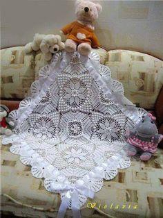 Olá!!!   Você pode usar lã ou linha para fazer essa manta que vai ficar uma graça...   Pode fazer com duas ou mais cores também...   Espero...
