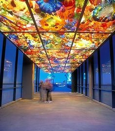 Tacoma's Dale Chihuly provides artistic inspiration for his Washington state hometown, which is filled with stunning studio glass installations. Even better: Many are free, including the Bridge of Glass above. Dale Chihuly, Stained Glass Art, Stained Glass Windows, Arte Peculiar, Instalation Art, Glass Installation, Glass Museum, Clearwater Beach, Wow Art