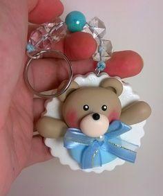 charmoso e fofinho chaveiro de ursinho para cha de bebê e batizado.