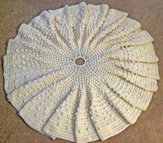(4) Name: 'Crocheting : Falling Snow Christmas Tree Skirt