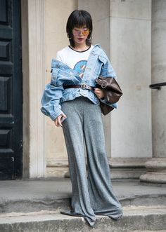 Fashion editor Monika Zeng wears a Loewe top, Marni trousers, Jamie Zhang bag, vintage jacket and glasses day 4 of London Womens Fashion Week Spring/Summer on September 2016 in London, England. Chambray Shirt Outfits, Denim Outfit, Fall Fashion Outfits, Girl Fashion, Autumn Fashion, Womens Fashion, Athleisure, Denim Ideas, Oversized Denim Jacket