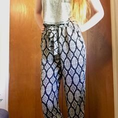 Prato Loose Boho Print Pants Silky soft loose Prato pants with elastic waist and elastic ankle cuffs. Decorative front bow in matching fabric. Size says 3 but the elastic makes it wearable by most sizes! Pants Trousers