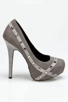 I rarely wear heels, but I would totally rock these Patricia Pumps! Gorgeous!