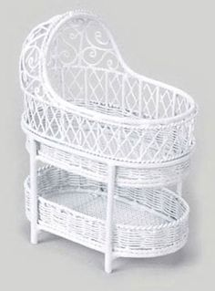 BASSINET W/SHELF, WHITE