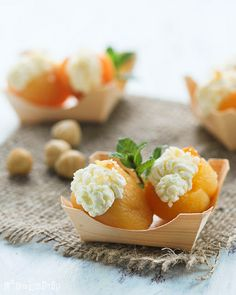 apricots stuffed with mascarpone. Original recipe in Spanish but easy to translate.