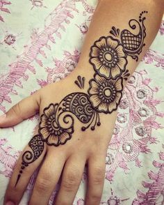 Explore Best Mehendi Designs and share with your friends. It's simple Mehendi Designs which can be easy to use. Find more Mehndi Designs , Simple Mehendi Designs, Pakistani Mehendi Designs, Arabic Mehendi Designs here. Henna Tattoo Designs, Henna Tattoos, Henna Tattoo Muster, Mehndi Designs Finger, Simple Henna Tattoo, Simple Arabic Mehndi Designs, Henna Tattoo Hand, Modern Mehndi Designs, Mehndi Designs For Fingers