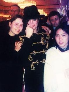 Michael Jackson and fans in The Dorchester Hotel in London, 1997