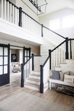 New exterior renovation ideas galleries ideas Black Stair Railing, White Staircase, Railings, Quinta Interior, Black And White Stairs, Exterior Stairs, Cafe Exterior, Craftsman Exterior, Exterior Paint