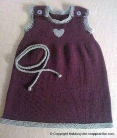 """Her er en lekker strikket kjole oppskrift. Denne ble innsendt til oss med tittelen: """"Karines sommerkjole"""" av Heidi (etternavnet manglet).  Bomullsgarn: 20 Baby Knitting, Knitted Baby, Little Ones, Two Piece Skirt Set, Rompers, Crochet, Skirts, Tops, Women"""