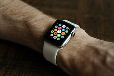 Optimize your Apple watch by getting these 9 apps today! Synergize your iPhone with your Apple watch and bring convenience to you whenever, wherever. Smartwatch, Beats Solo, Apple Watch Apps, Apple Watch Series, Fitbit, Smartphone, Productivity Apps, Wearable Technology, Technology News