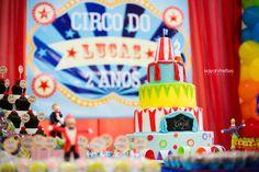 Bolo de aniversário com temática circo.