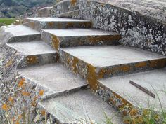 It is perhaps one of the most incredible ancient sites in Peru, a megalithic site that is believed to predate the Inca themselves. The construction features found atSacsayhuamanare breathtaking, precisely cut stones, sharp edges, smooth surfaces and walls put together in such a way that modern engineers stand in awe when looking at the feature…