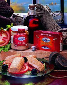 Atún Claro una vez en fábrica, es elaborado artesanalmente y regado con aceite de oliva. Envasado en tarros de vidrio para garantizar su calidad, presentación y fino sabor.