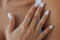 Minimalist ring Silver bar ring Modern jewelry by Wavejewels American Nails, Neutral Nails, Mauve Nails, Polygel Nails, Bright Nails, Toenails, Coffin Nails, Halloween Nail Art, Nail Decorations