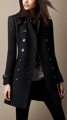 A hardwearing trench coat with set-in sleeves. Crafted from a double wool twill blend, it is cut in a structured silhouette. Referencing the original Burberry trench coat, it features epaulettes, cuff belts and a protective throat latch.