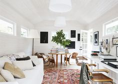 This Sonoma ranch house tour with whitewashed walls, warm mid-century modern touches, and perfectly styled living areas is inviting through and through.