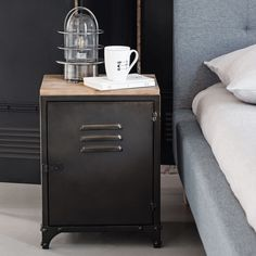 Inspired by vintage lockers, this WAYNE aged metal Industrial-style bedside Table is a nod to our timeless locker rooms. Practical and original! Vintage Regal, Vintage Industrial Furniture, Industrial Dresser, Industrial Bedroom, Reclaimed Furniture, Industrial Lamps, Home Design Decor, Home Decor, Decor Room