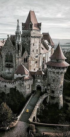 Real Castles, Beautiful Castles, Beautiful Buildings, Beautiful Places, Beautiful Architecture, Art And Architecture, Monuments, Creepy Houses, Places Around The World